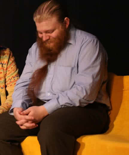 Aadolf Kärki roolissaan Onnelana.